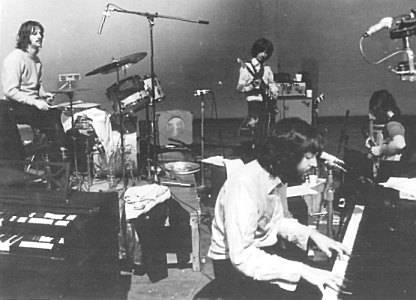 BEATLES / Pianoforte, ritirato dalla vendita lo strumento utilizzato dai Fab Four ad Abbey Road