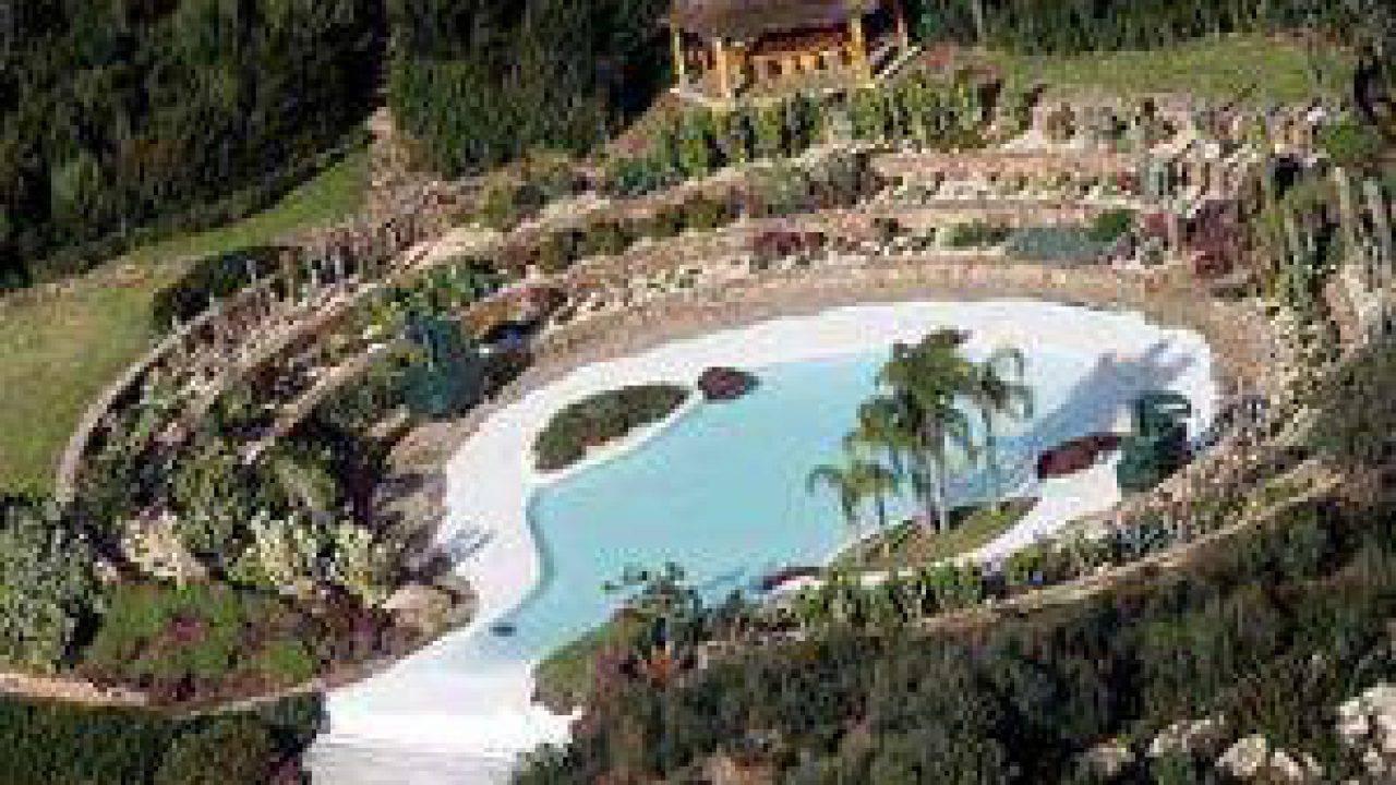 Silvio Berlusconi vende Villa Certosa per 470 mln, l'acquirente è un capo  di Stato dell'ex Urss