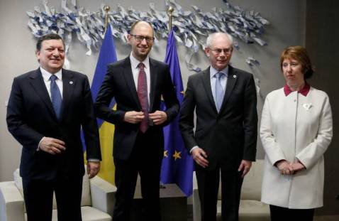 Yatseniuk coi vertici della Commissione europea (OLIVIER HOSLET/AFP/Getty Images)