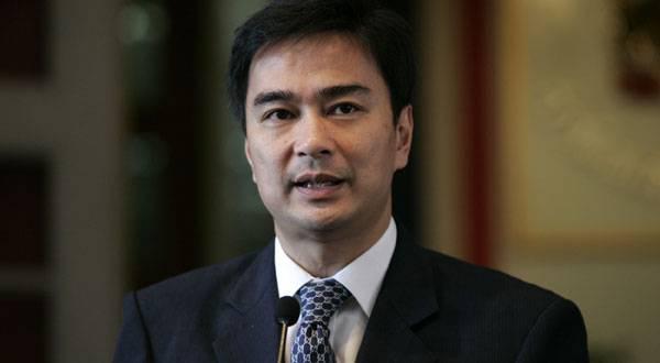 Thailandia: Abhisit Vejjajiva si dimette da guida Partito democratico, Yingluck Shinawatra annuncia coalizione di governo