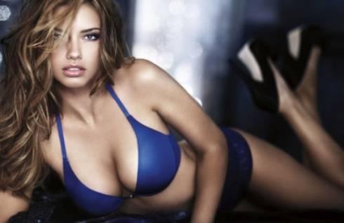 Adriana Lima: sexy fotogallery in lingerie della top model più pagata al mondo