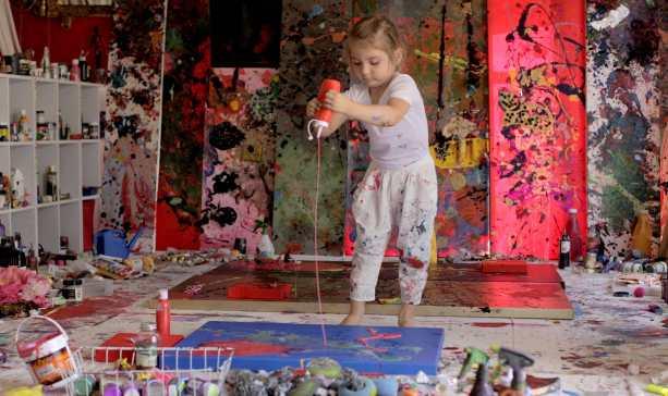 Aelita: la pittrice più giovane del mondo ha 5 anni. E' l'erede di Jackson Pollock? (Video YouTube)