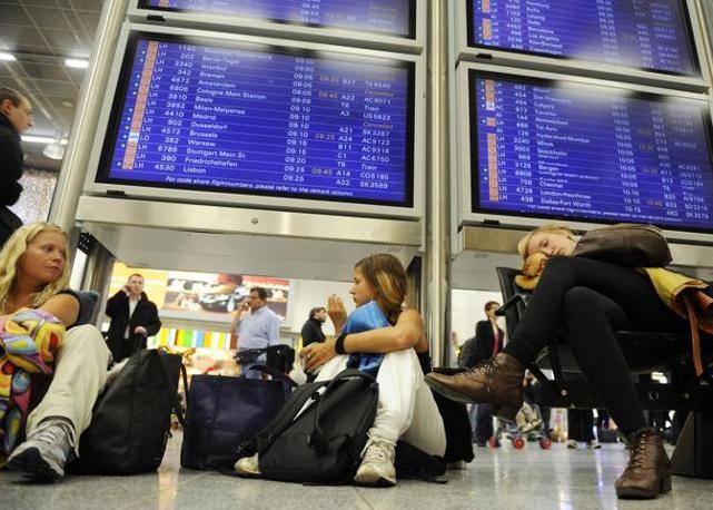 Maltempo: ancora caos negli aeroporti europei, a rischio le partenze per Natale
