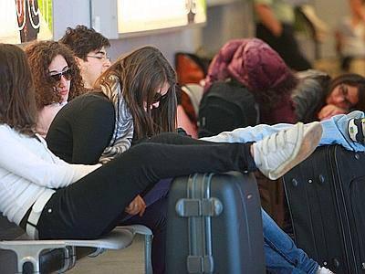 Caos aeroporti per sciopero in Spagna: migliaia di passeggeri a terra in Italia