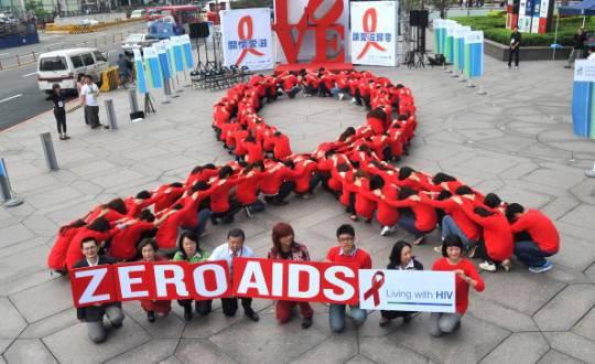 Aids, piaga ancora aperta. Nel 2013 boom di bambini sieropositivi