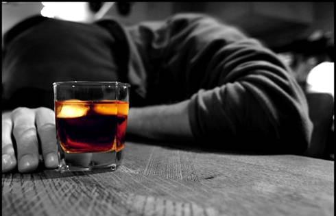 ALCOL / UE, nuova strategia europea contro l'abuso di alcolici: ogni anno 195mila morti