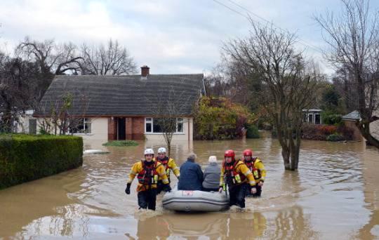 Alluvioni in Gran Bretagna: centinaia di persone evacuate in Galles