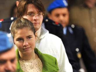 Omicidio Meredith, dopo l'assoluzione Sollecito guarda avanti e annuncia che andrà negli Usa a trovare Amanda