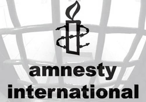 L'accusa di Amnesty International all'Italia: immigrati e gay vengono discriminati