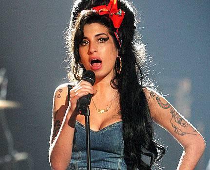 Amy Winehouse concerto a Belgrado: la cantante ubriaca sul palco