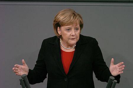 "Davos, Angela Merkel: ""Difenderemo l'euro"""