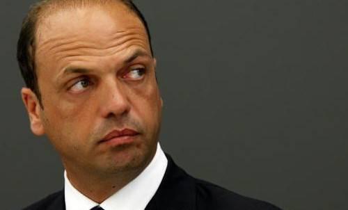 Crisi di governo: Bossi propone Alfano premier