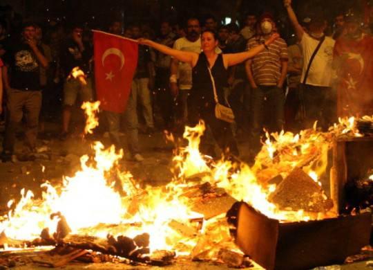Turchia, Ankara: barricate contro la scarcerazione di un agente accusato di aver ucciso un attivista