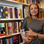 """Antonella Boralevi, intervista all'opinionista e scrittrice: """"Noi donne dobbiamo smettere di pretendere dagli uomini.."""""""
