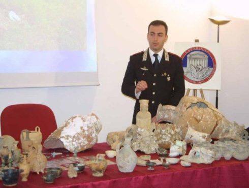 Sequestro oggetti sacri in casa di ex sacrestano carabinieri di siracusa recuperano 124 - Sequestro prima casa ...