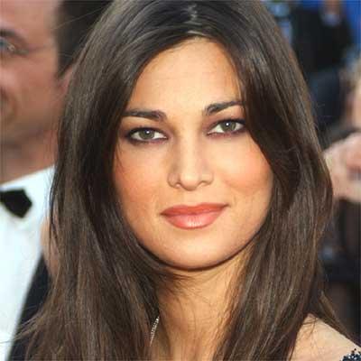 Tutti pazzi per Manuela Arcuri: l'attrice si guadagna la stima del web grazie al rifiuto a Berlusconi