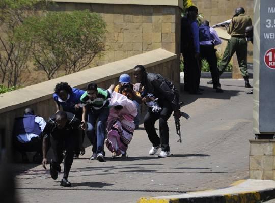 Nairobi, assalto centro commerciale: numerosi morti. Tra gli ostaggi forse 2 italiani