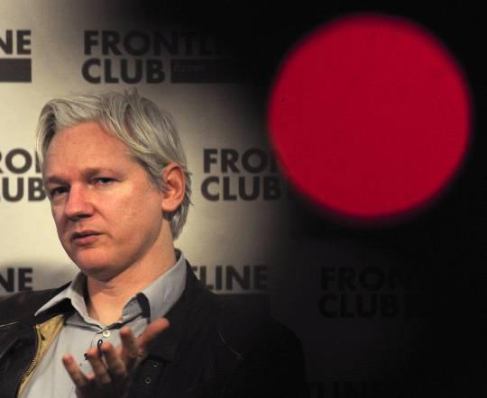"Julian Assange dice: ""Potrei resistere 5 anni dentro l'ambasciata"""