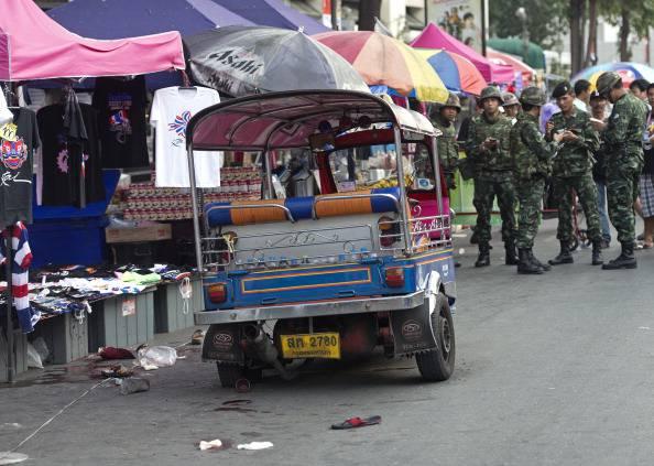 Thailandia, escalation violenze: morte 3 bambine. La premier lascia Bangkok per una destinazione ignota