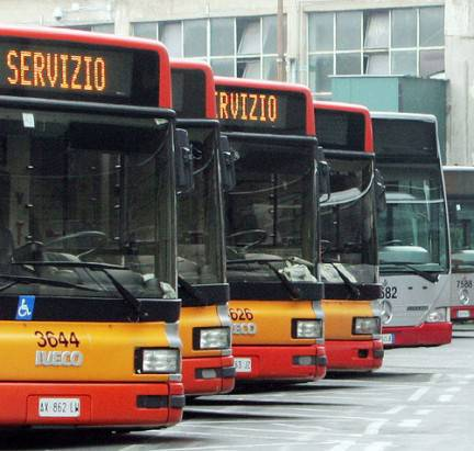 Napoli: autobus fermi per mancanza di gasolio