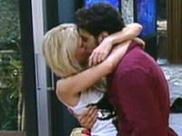 Diretta live Grande Fratello 11, baci bollenti tra Olivia e Davide