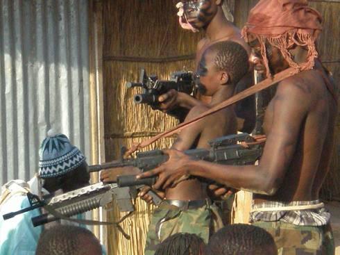 Bambini soldato in Somalia: minorenni armati nei ranghi dell'esercito regolare