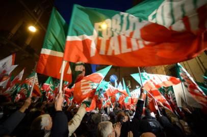 Bandiere di Forza Italia (FILIPPO MONTEFORTE/AFP/Getty Images)