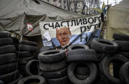 Fotografia del Presidente Russo Vladimir Putin nelle barricate a Kiev (Getty images)