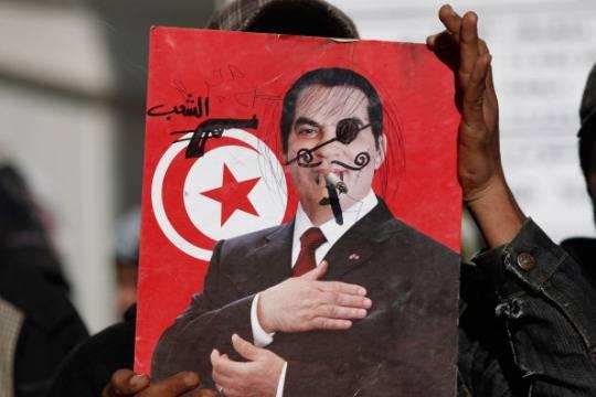 Tunisia, dopo due anni nostalgia per il regime. C'è crisi, manca anche il latte