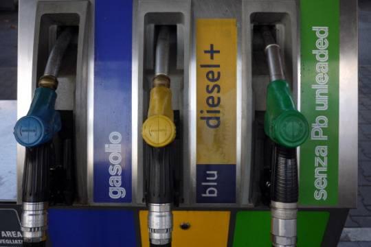 Torna il caro benzina a Natale