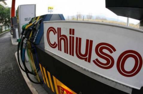 Distributore di benzina chiuso