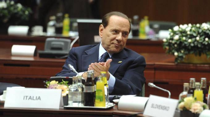 Berlusconi convince Bruxelles: licenziamenti per crisi economica e pensioni a 67 anni