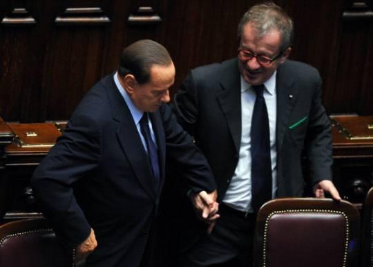 Maroni su Berlusconi: lo trattano come Craxi, stacchi la spina al governo