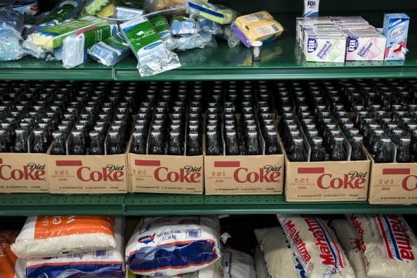 """Efsa salva le bibite gassate light: """"L'aspartame contenuto non causa danni"""""""