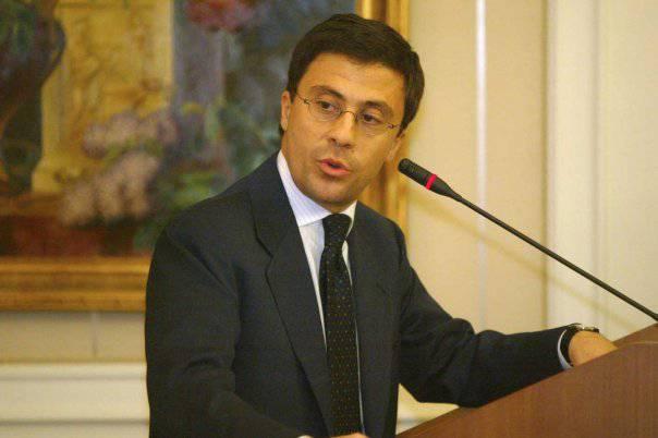 """Governo, Bocchino: """"L'intenzione di Berlusconi di sciogliere solo la Camera è preoccupante"""""""