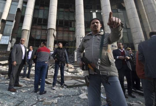 Egitto oggi al voto sulla Costituzione. Bomba al Cairo