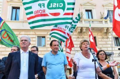 Raffaele Bonanni della Cisl (a sinistra) e Susanna Camusso della Cgil (a destra) in piazza (GettyImages)