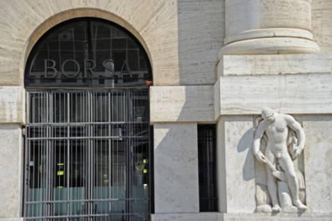 L'ingresso della Borsa di Milano (Getty Images)