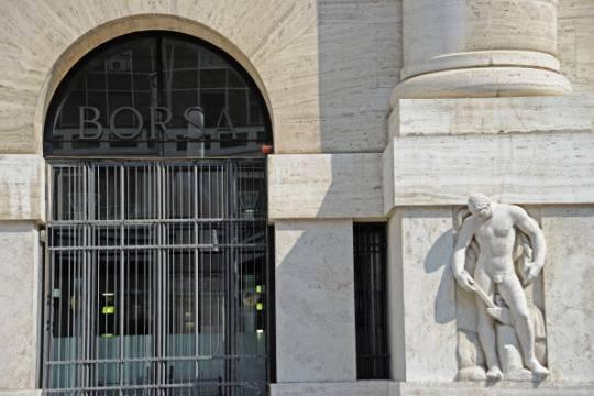 Borsa di Milano positiva. Spread a 162 punti