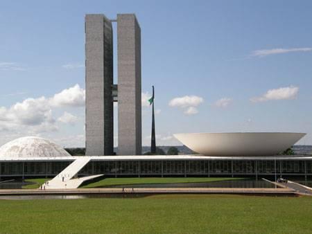 ESTERI / Brasile, poliziotti occupano il Parlamento per chiedere l'aumento del salario