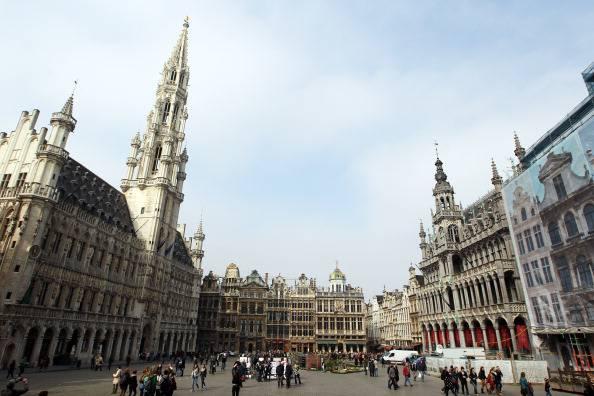 Belgio: dormiva con il marito mummificato e mangiava con il cane putrefatto in cucina