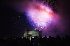 Capodanno a Napoli, Fuochi d'artificio da Castel dell'Ovo (Anna Monaco/Afp/Getty Images)