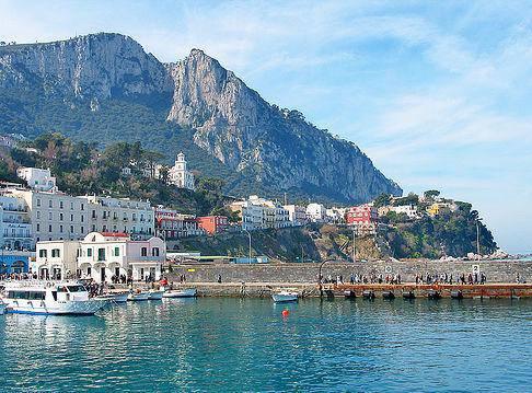 Evasione fiscale: ville e beni di lusso sequestrati a Napoli e Capri