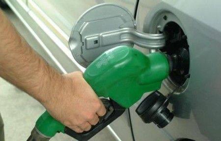 carburante benzina verde Torna a salire il prezzo dei carburanti