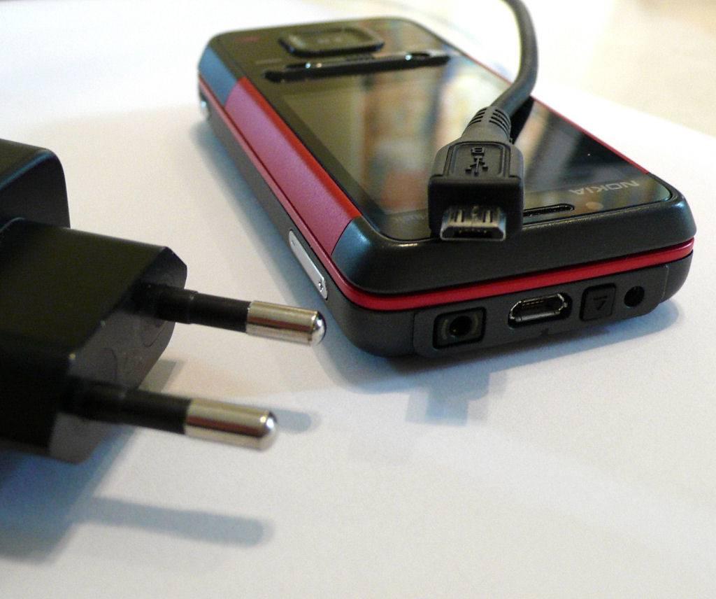 Nel 2011 in arrivo il caricabatterie universale per i cellulari