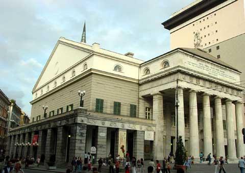 FONDAZIONI LIRICHE / Carlo Felice, lavoratori e maestranze proclamano assemblea permanente. Bondi definisce protesta irresponsabile