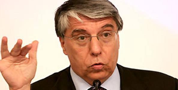 Il sottosegretario Giovanardi torna all'assalto dei gay