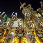 Carnevale Rio de Janeiro 2012: tripudio di colori a ritmo di samba… e sparatoria (video YouTube)