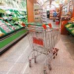 Istat: le famiglie tagliano la spesa, ai minimi dal 2004