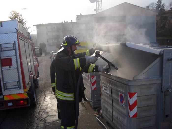 Cassonetti rivoltati e dati alle fiamme a Palermo. Violenta la protesta degli studenti